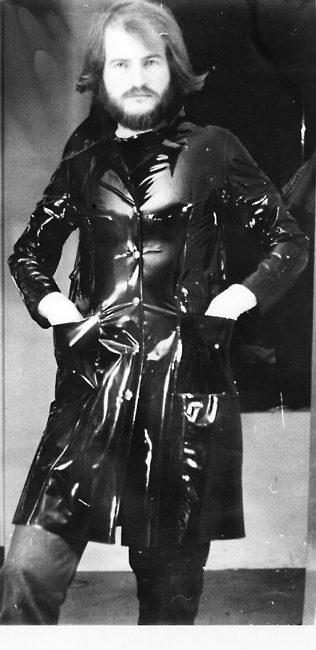 """Mit 20 und diesem PVC Mantel von Liliput begann mein """"GUMMI""""-Lebensabenteuer"""